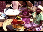 Women selling in market(IITA Image Library)