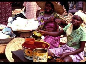 Women selling in market(IITA Image Library)
