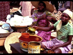 Women selling in market (IITA Image Library)